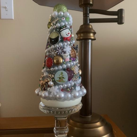 """Christmas Kittens In The Snow"" Junkdrawer Tree"